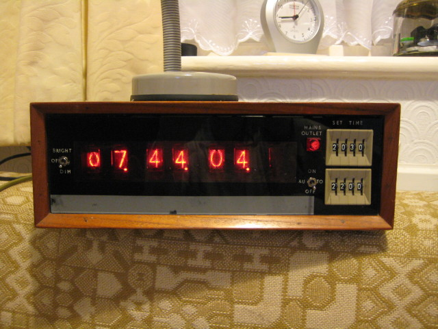 You are browsing images from the article: Ray Whitcombe's nixie clock